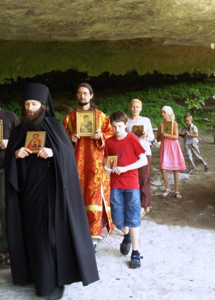 Все святые! Молите Бога о нас!Крестный ход