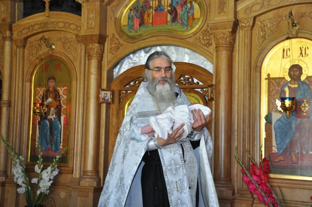 Новая жизнь. Крещение. Отец Даниил и млд. Мария. 2012 год
