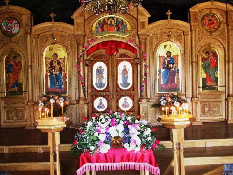 Июнь 2012 иконостас в монастыре Феодора Стратилата