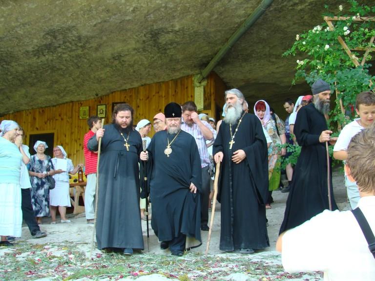 Отцы. Владыка Лазарь посетил монастырь в 2012 году.
