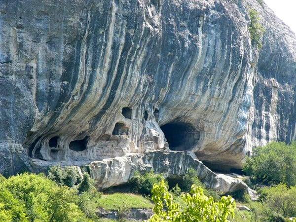 2000 год — начало возрождения древней обители