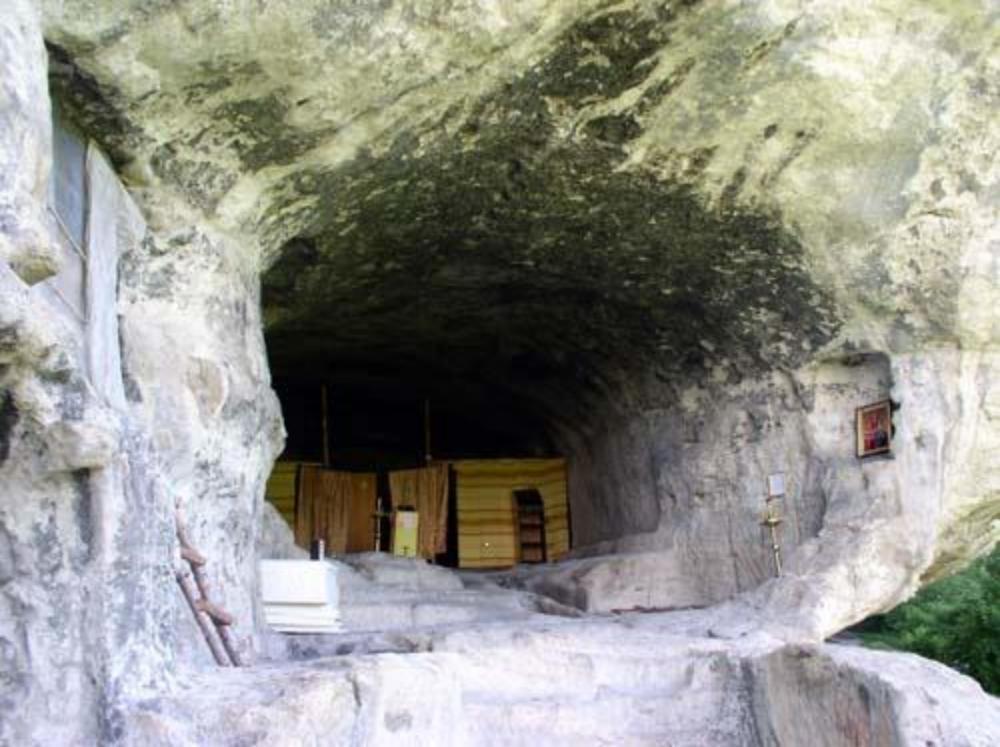 2002 год. Первые богослужения в монастыре